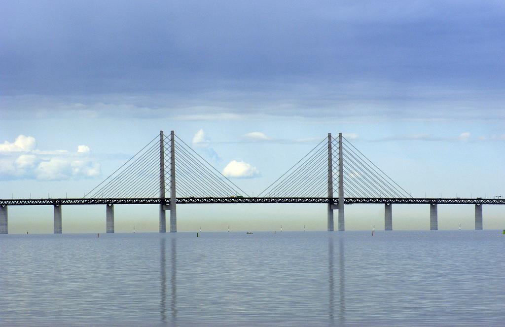 jembatan oresund samping