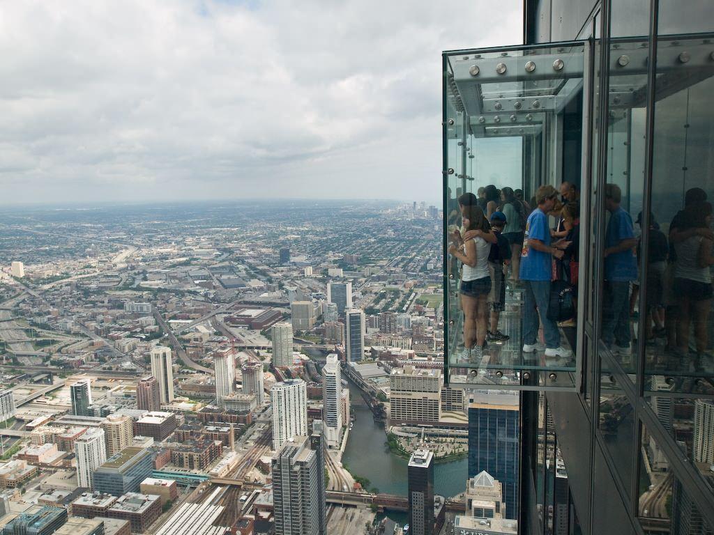 Transparent Balcony of floor 103 in Chicago 2