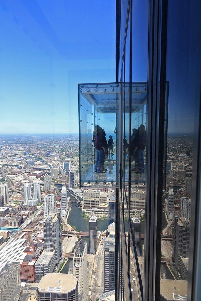 Transparent Balcony of floor 103 in Chicago 7
