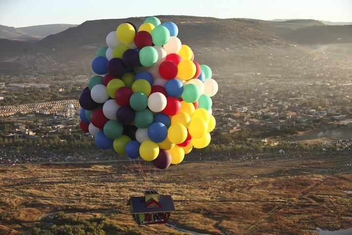 jonathan trappe baloon house flying