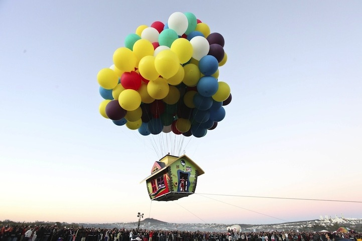 jonathan trappe baloon house flying 3