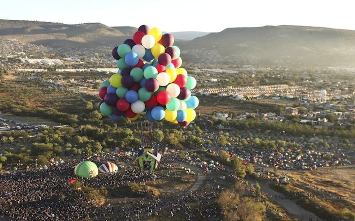 jonathan trappe baloon house flying 4