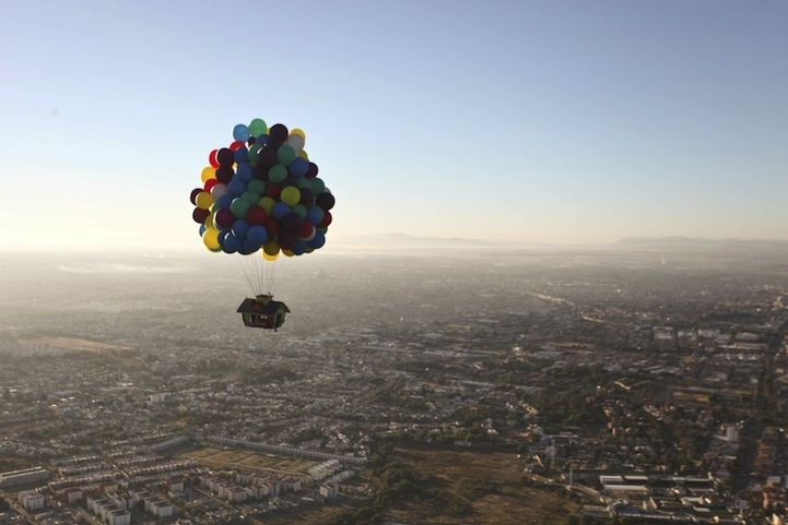 jonathan trappe baloon house flying 5