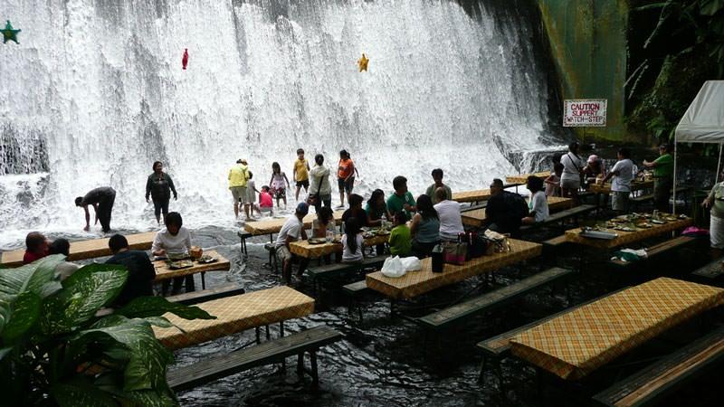 restoran di bawah air terjun filipina