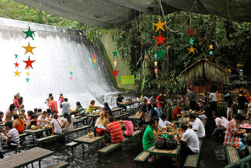 restoran di bawah air terjun filipina 2