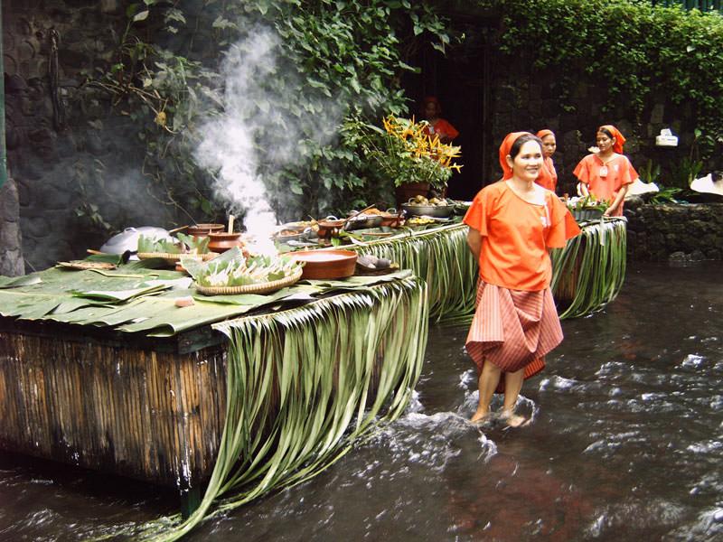 restoran di bawah air terjun filipina 3