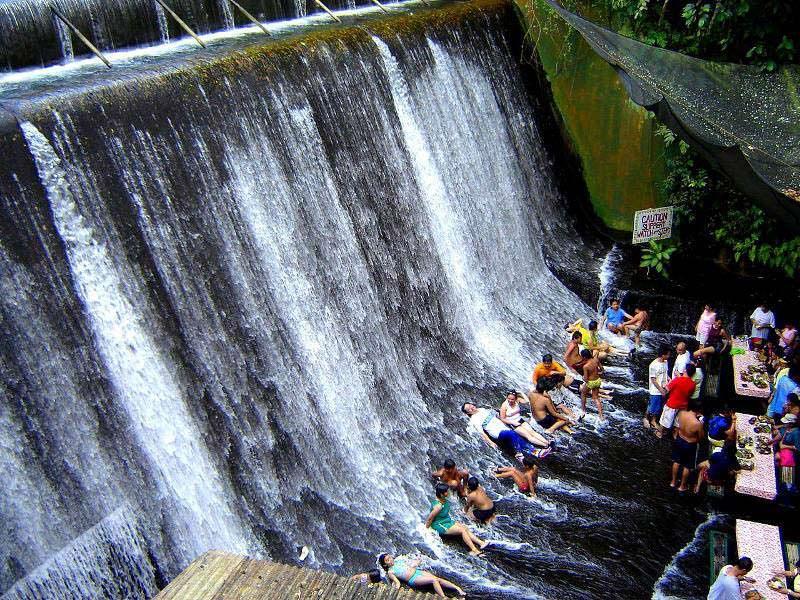 restoran di bawah air terjun filipina 4