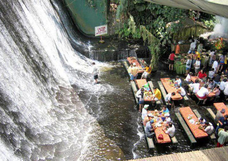 restoran di bawah air terjun filipina 5