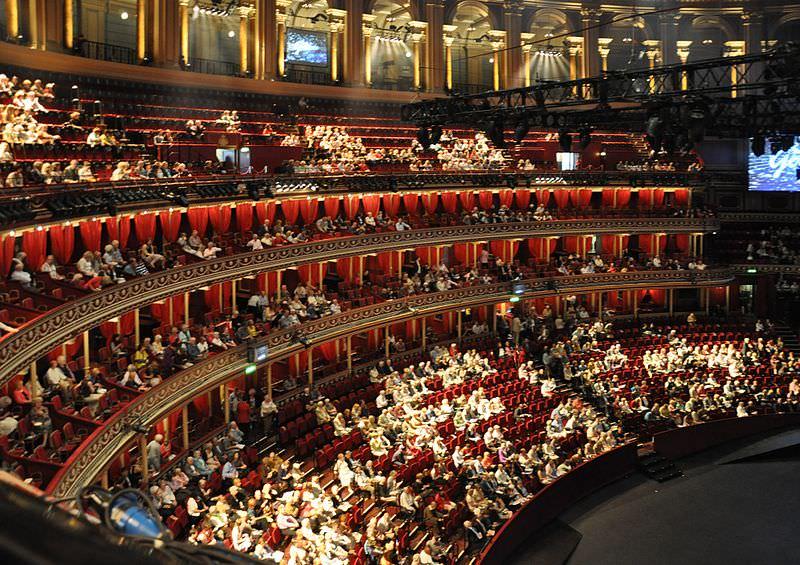 10 tempat terbaik untuk menikmati pertunjukan seni mobgenic for Door 12 royal albert hall
