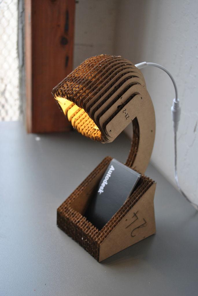 lampu meja dari kardus bekas