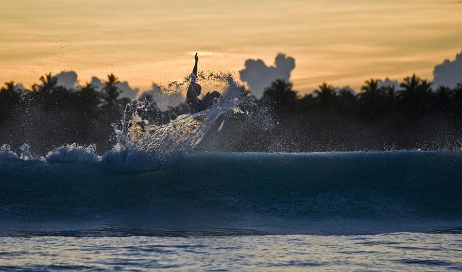 Surfing Mentawai 11
