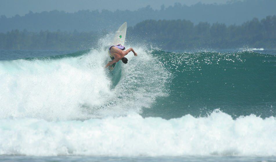 Surfing Mentawai 2