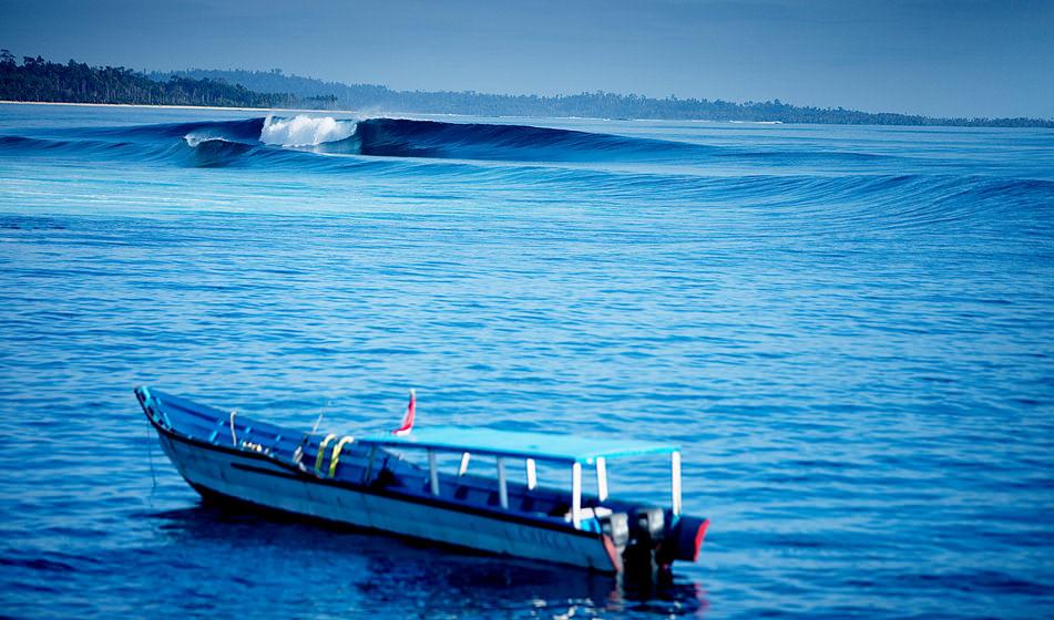 Surfing Mentawai 4