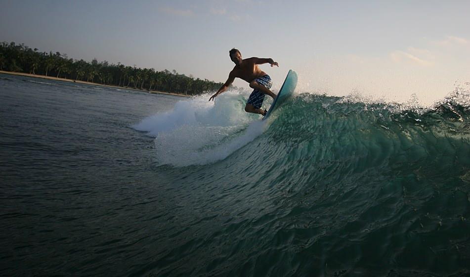 Surfing Mentawai 5