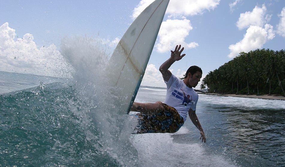 Surfing Mentawai 8