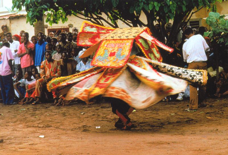 egungun dancer quidah 3