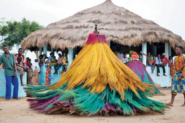egungun dancer quidah