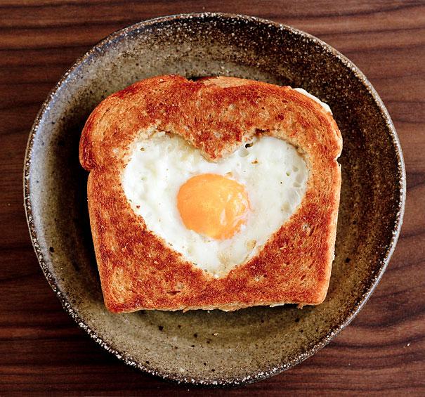 Roti Telur Hati oleh Pettitekitchenesse