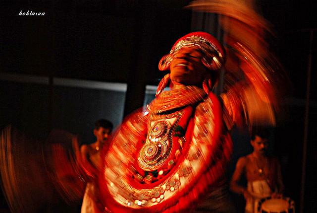 theyyam dance tarian tradisional india 4