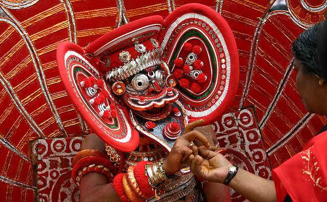 theyyam dance tarian tradisional india 6