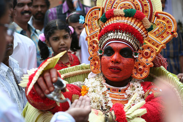 theyyam dance tarian tradisional india 8