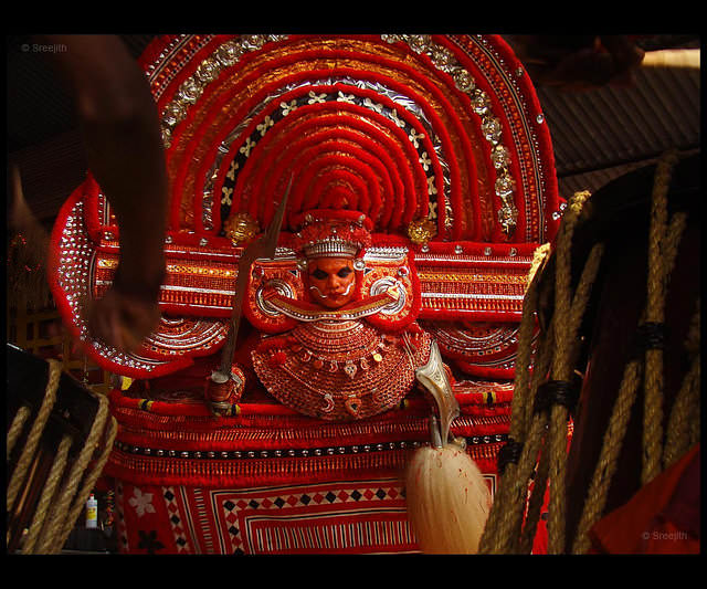 theyyam dance tarian tradisional india 12