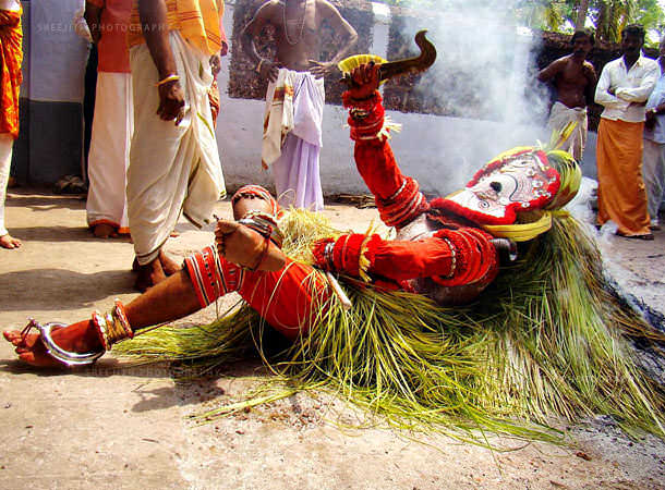 theyyam dance tarian tradisional india 13