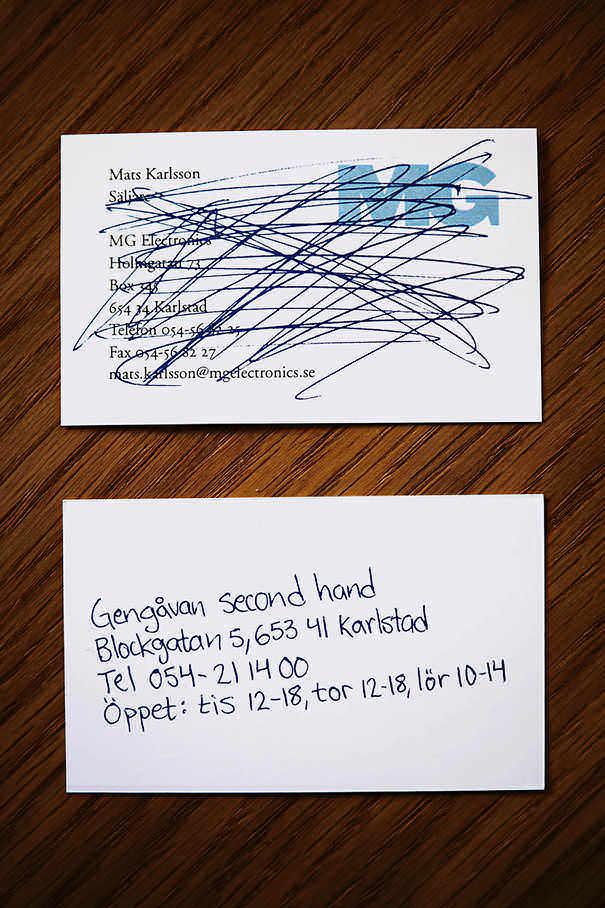 Contoh desain kartu nama kreatif dari kertas bekas