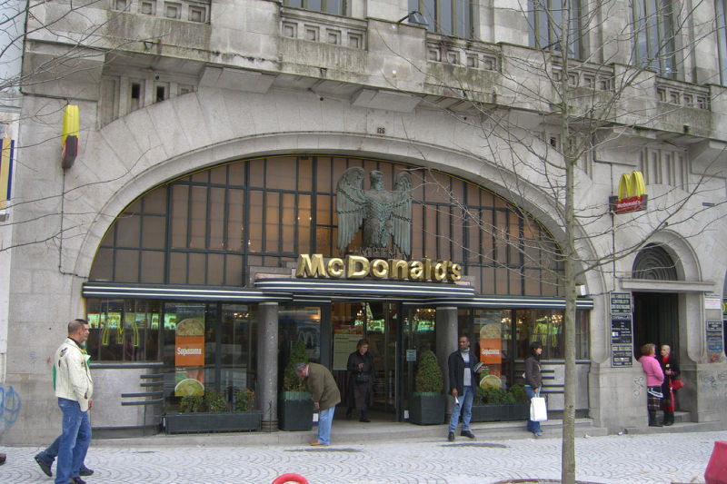 09_McDonalds-in-Porto-Portugal