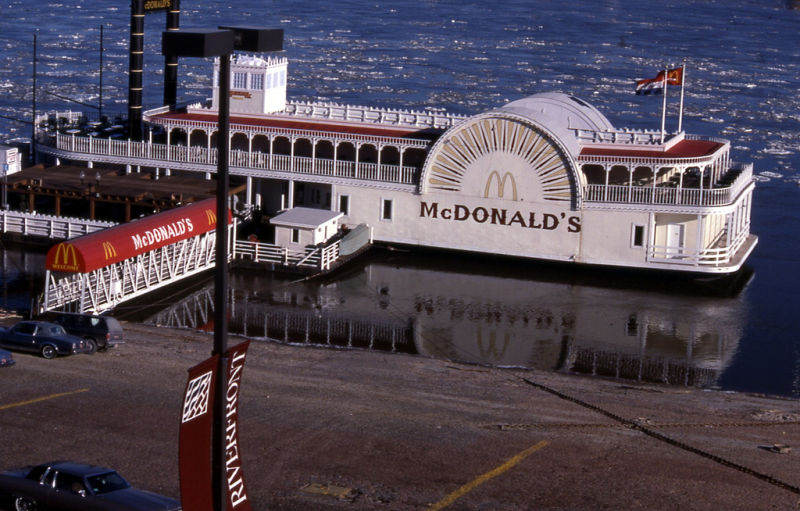 10_McDonalds-River-Boat-on-the-Mississippi-River-St.-Louis-MO