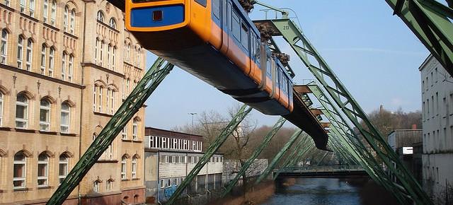 Sistem Kereta Api Gantung Wuppertaler Schwebebahn di Jerman
