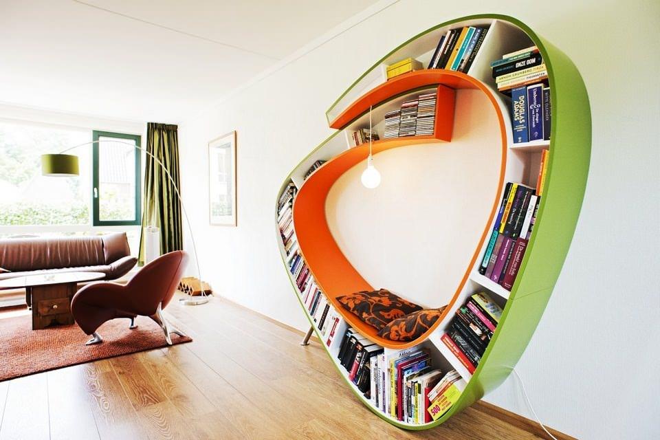desain lemari buku kreatif bookworm 2
