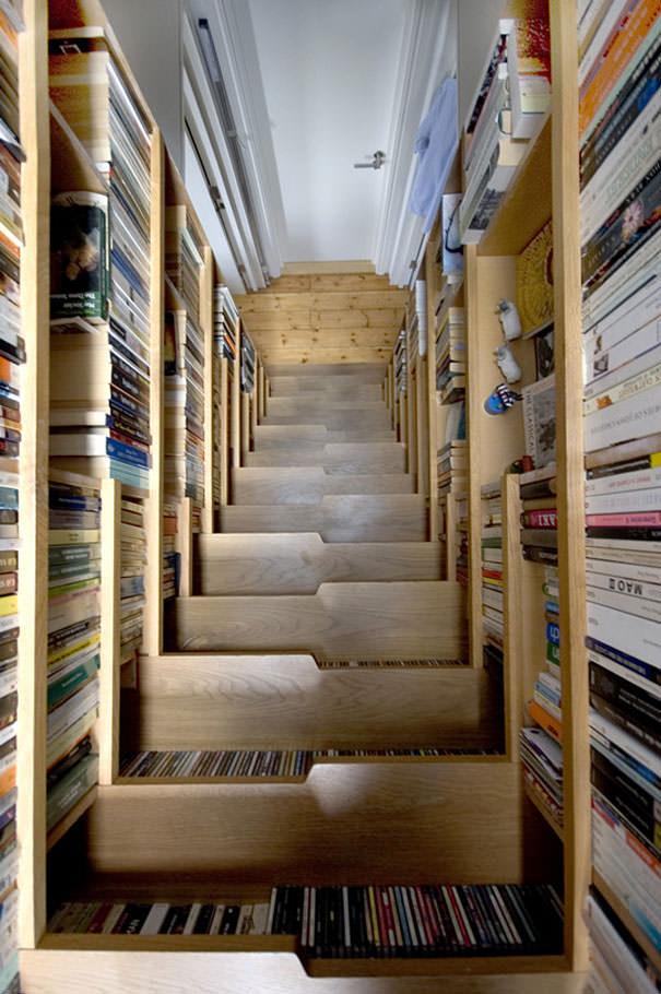 desain lemari buku kreatif staircase 1