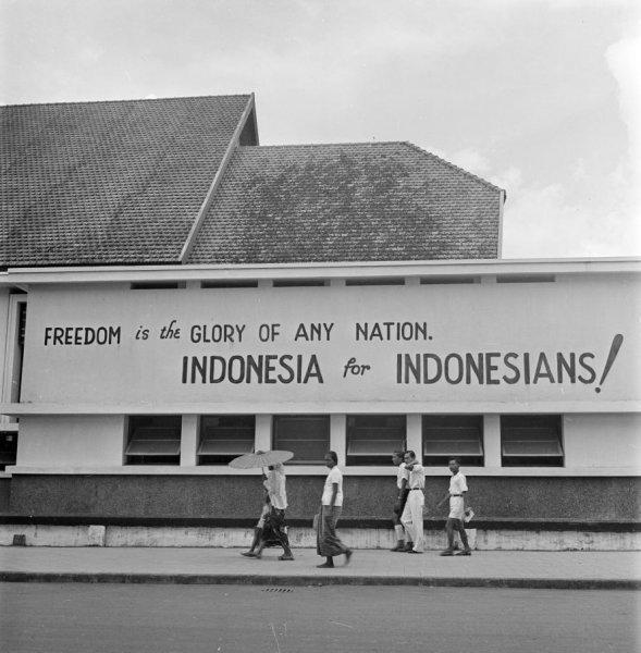 Mural grafiti dan poster tentang perjuangan kemerdekaan for Mural indonesia