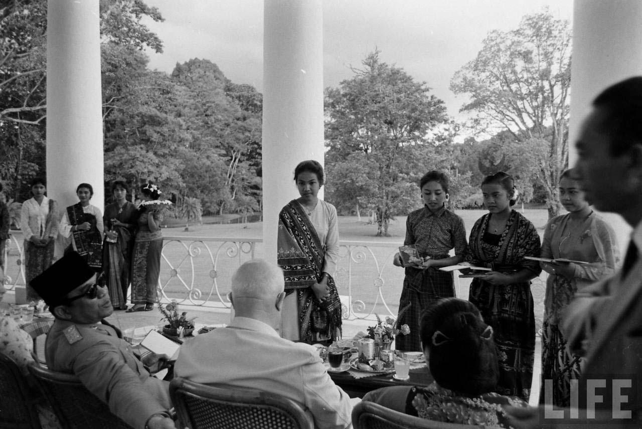 soekarno nikita khrushchev kunjungan bali indonesia 4