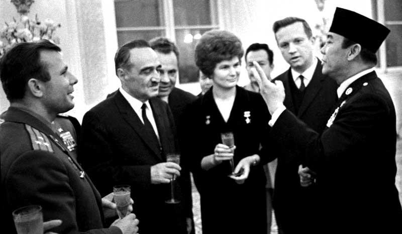 soekarno yuri gagarin kunjungan uni soviet 1