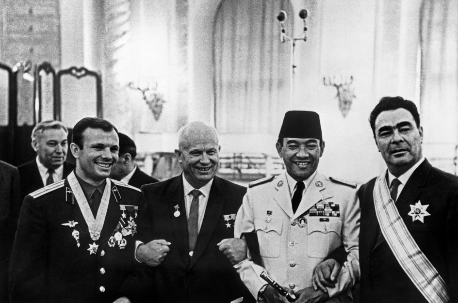 soekarno yuri gagarin kunjungan uni soviet 2