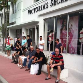 foto instagram pria mengantar wanita berbelanja 11
