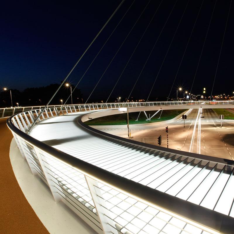 jembatan sepeda hovenring belanda 8