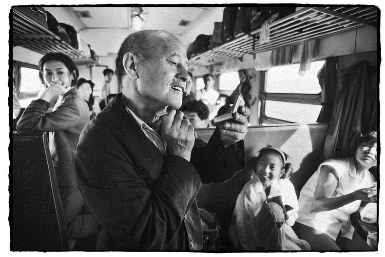 Potret Kemiskinan Warga China Diatas Kereta Api_12