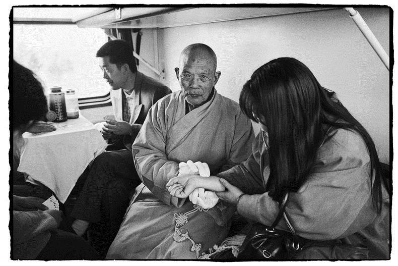 Potret Kemiskinan Warga China Diatas Kereta Api_19