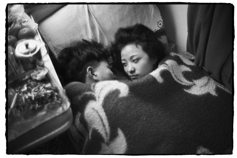 Potret Kemiskinan Warga China Diatas Kereta Api_24