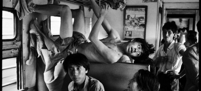 Potret Kemiskinan Warga China di atas Kereta Api oleh Wang Fuchun