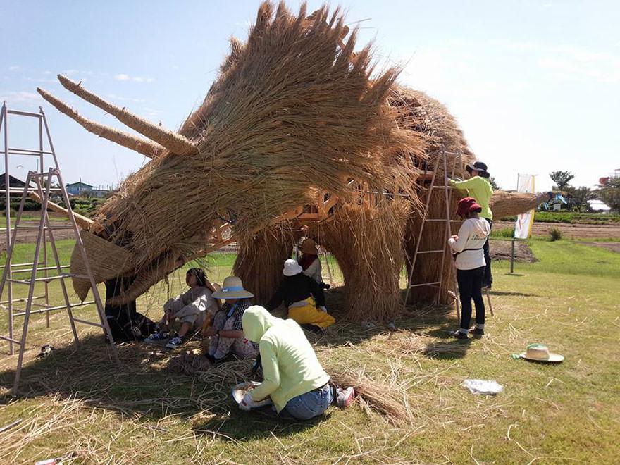 festival wara jerami padi jepang 06