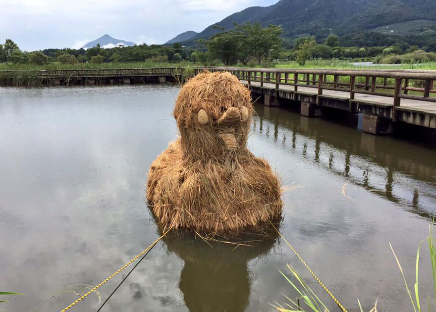 festival wara jerami padi jepang 11