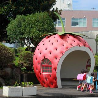 Bentuk-Bentuk Terunik Halte Bus di Negeri Sakura