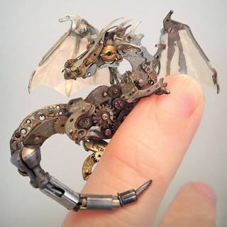 Membuat Kreasi Unik dari Komponen Jam Bekas